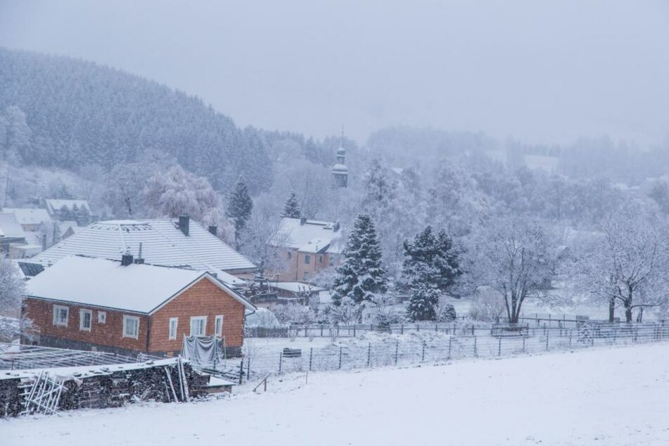 Das Erzgebirge zeigt sich wieder wie im tiefsten Winter.