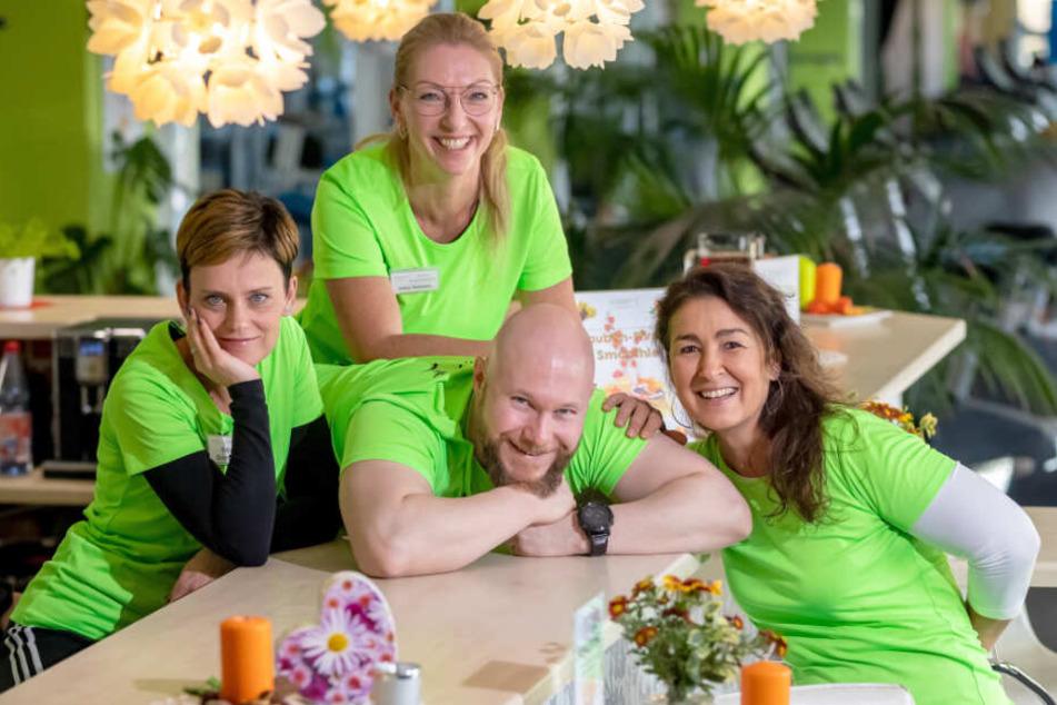 Katja Zickmann (42), Mathias Schwichtenberg (36), Heike Itermann (52) und Peggy Maidorn (51, v.l.) kümmern sich um Deinen Rücken.
