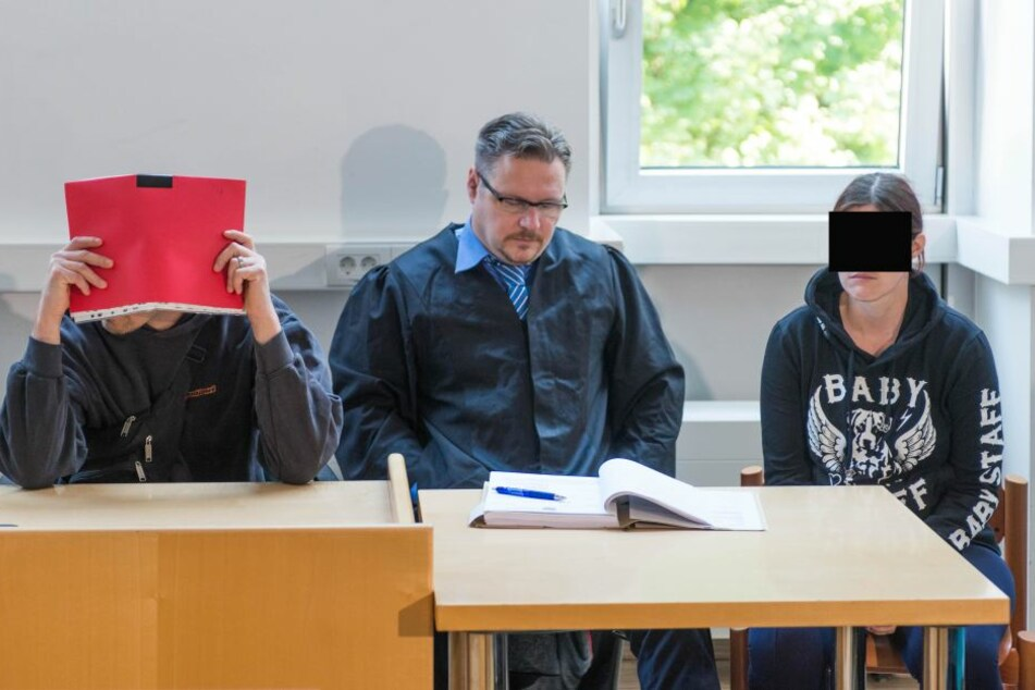 Die Angeklagten Lars S. (34, li.) und Yvonne H. (34, re.).