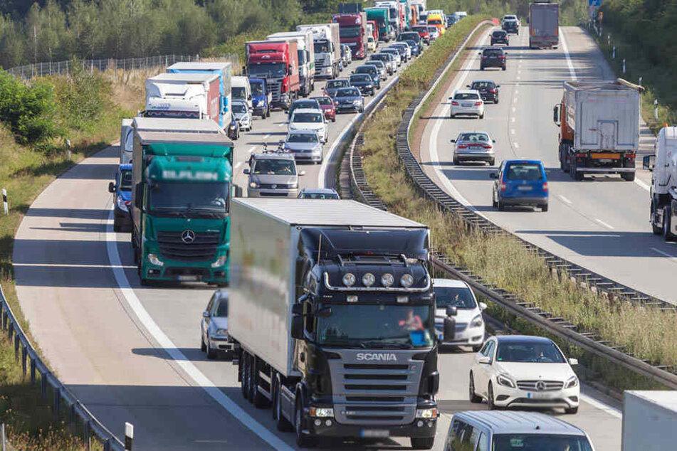 Unfallserie auf A72: Autobahn stundenlang voll gesperrt