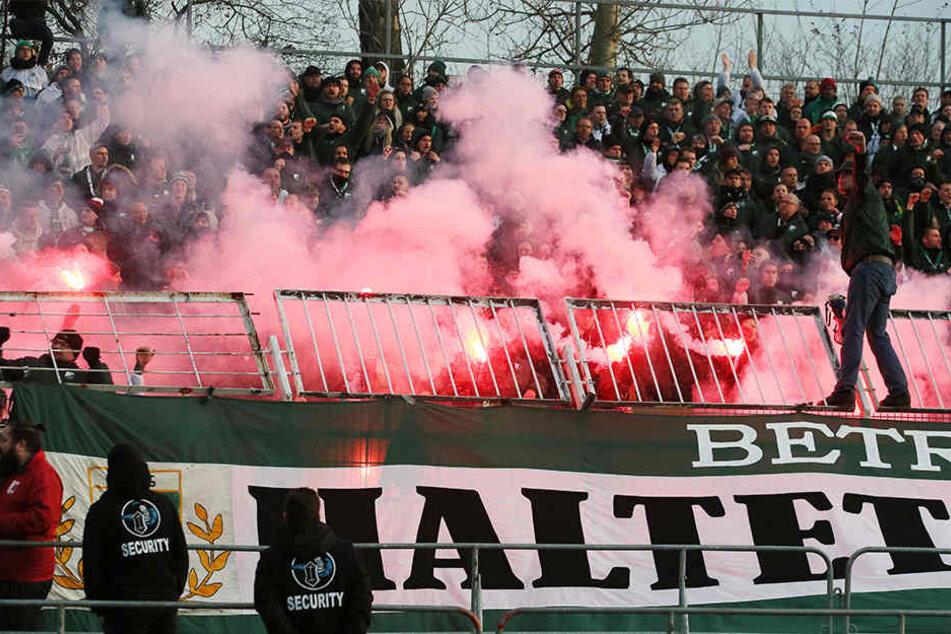 Die Maßnahme des Brandenburger Vereins soll Gewalt am Rande des Derbys zwischen BSG Chemie Leipzig und FC Energie Cottbus verhindern.