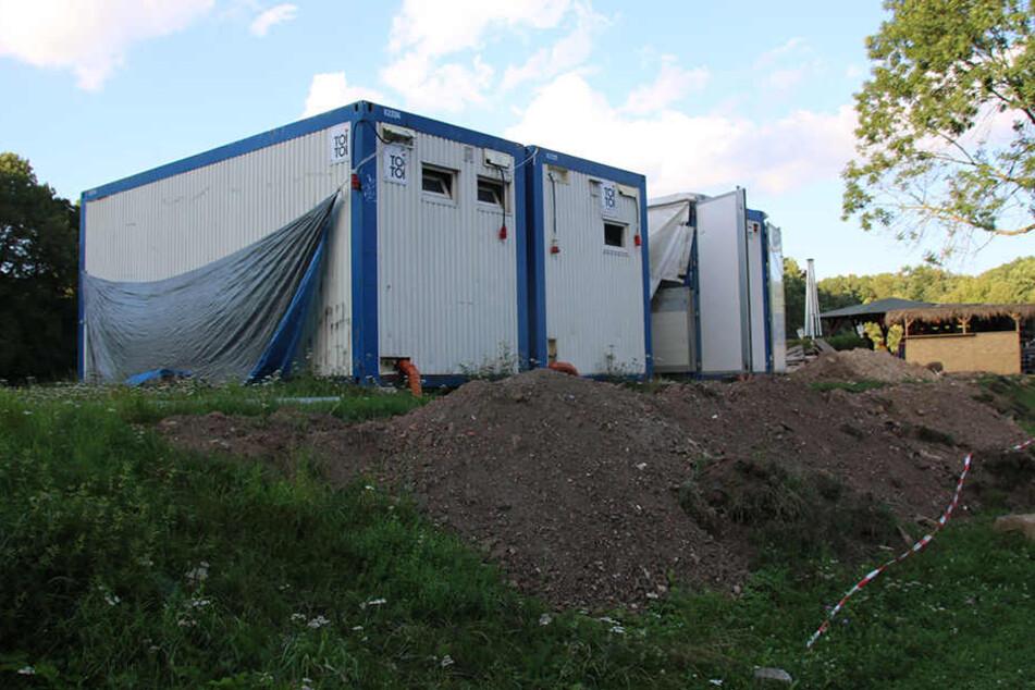 Die Container sind der derzeitige Ersatz-Unterschlupf für die Vereinsmitglieder.