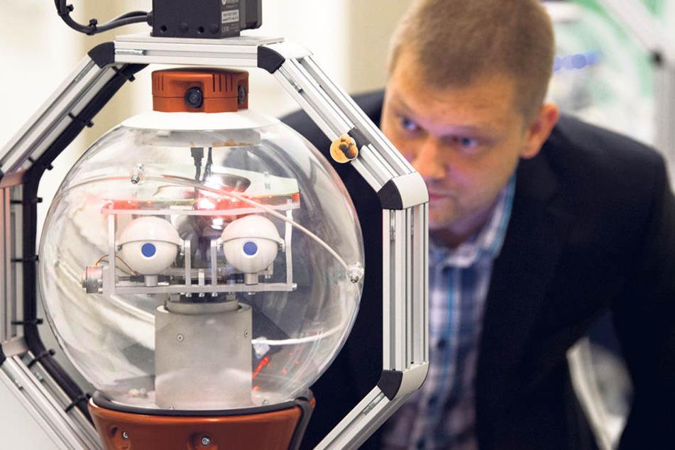 Mit treuem Blick und sanfter Stimme wird der Roboter Verwirrten Orientierungshilfe  geben.