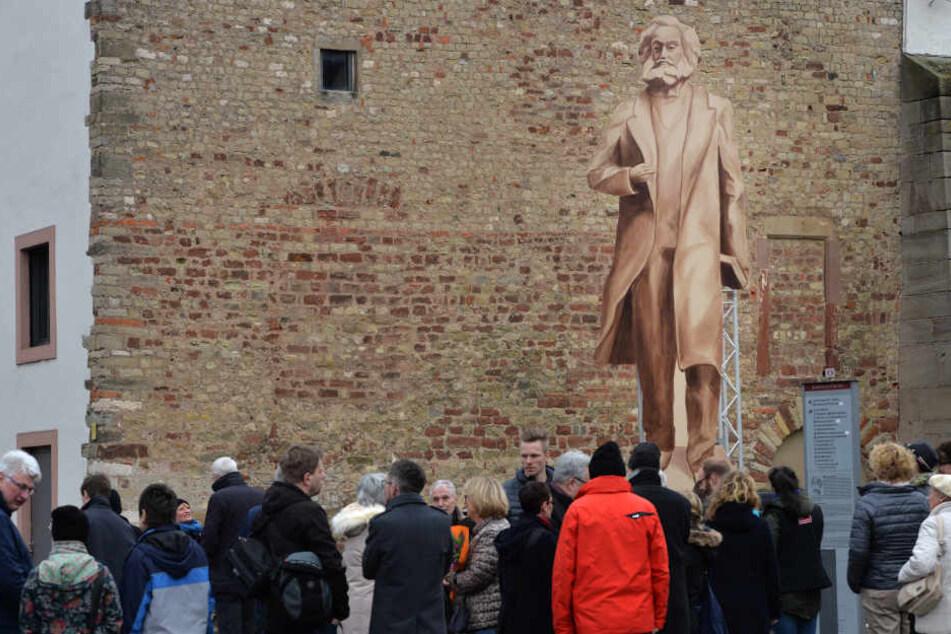 Nach einem ersten Entwurf soll der Riesen-Marx rund 6,30 Meter groß werden.