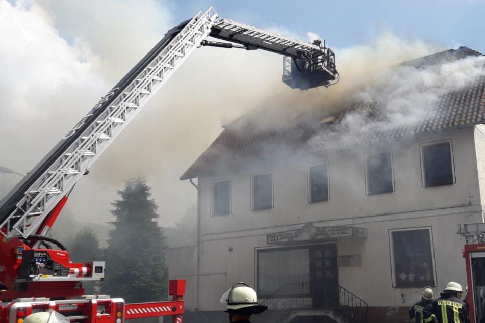 Der Dachstuhl des Wohnhauses stand in Flammen.