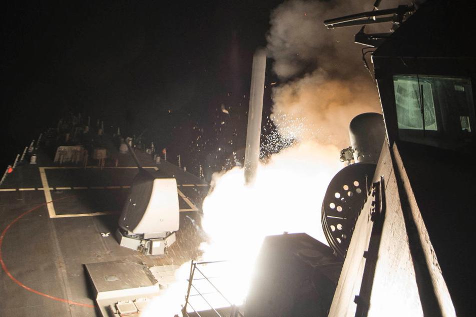 Am Freitag griff die USA einen Luftwaffenstützpunkt in Syrien an.
