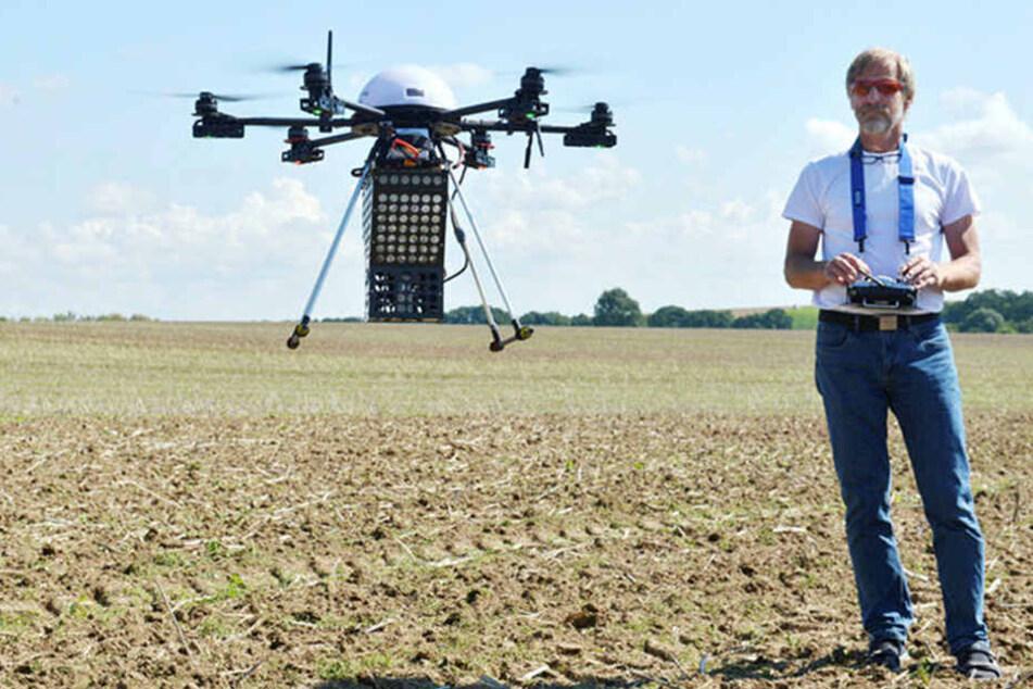 Der moderne Landwirt ist heute auch Drohnen-Pilot: Dr. Axel Weckschmied (58) von der RRS Agrar Diensleistungs GmbH.