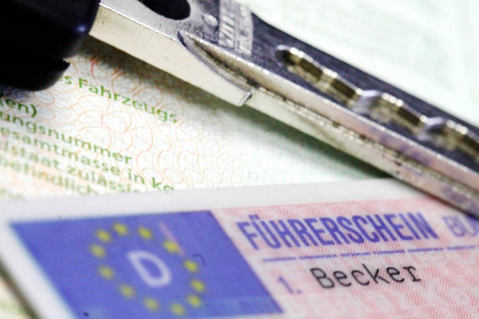 In Hessen werden der Behörde zufolge jedes Jahr zwischen 22.000 und 23.000 Führerscheine eingezogen. (Symbolbild)