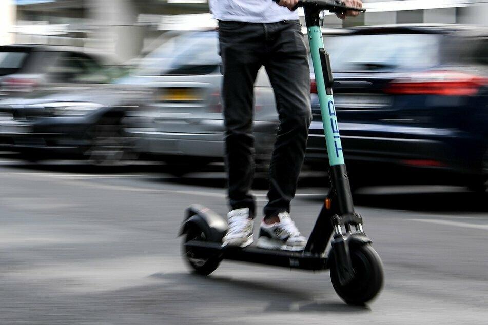 In Chemnitz musste die Polizei mehrere betrunkene E-Scooter-Fahrer aus dem Verkehr ziehen. (Symbolbild)