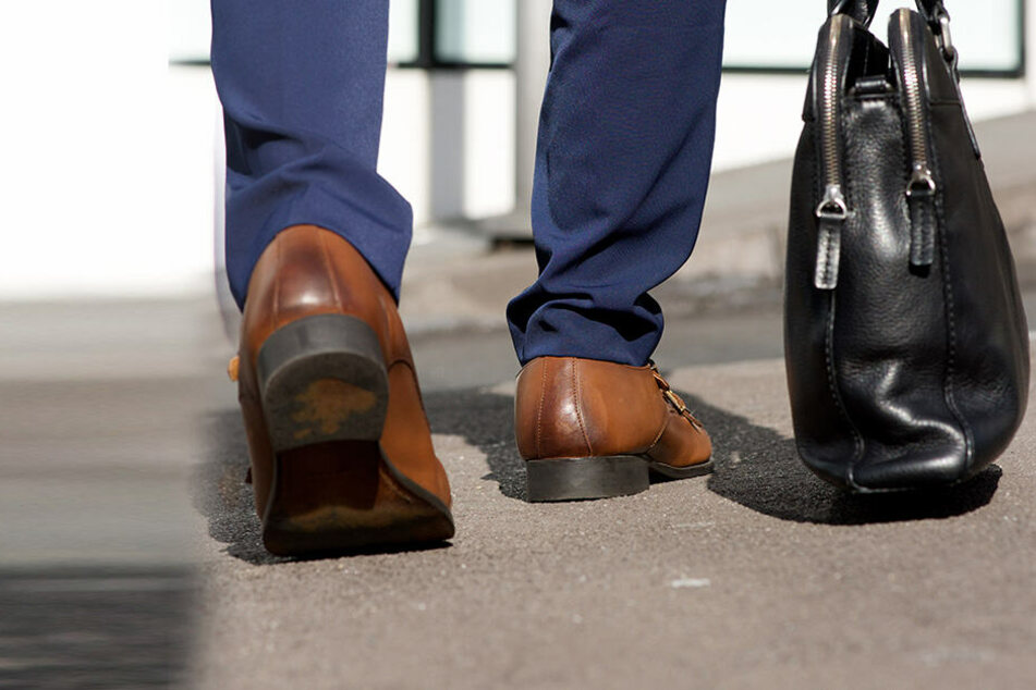 Der Inder kam mit einer Tasche auf die Polizeistation. (Symbolbild)