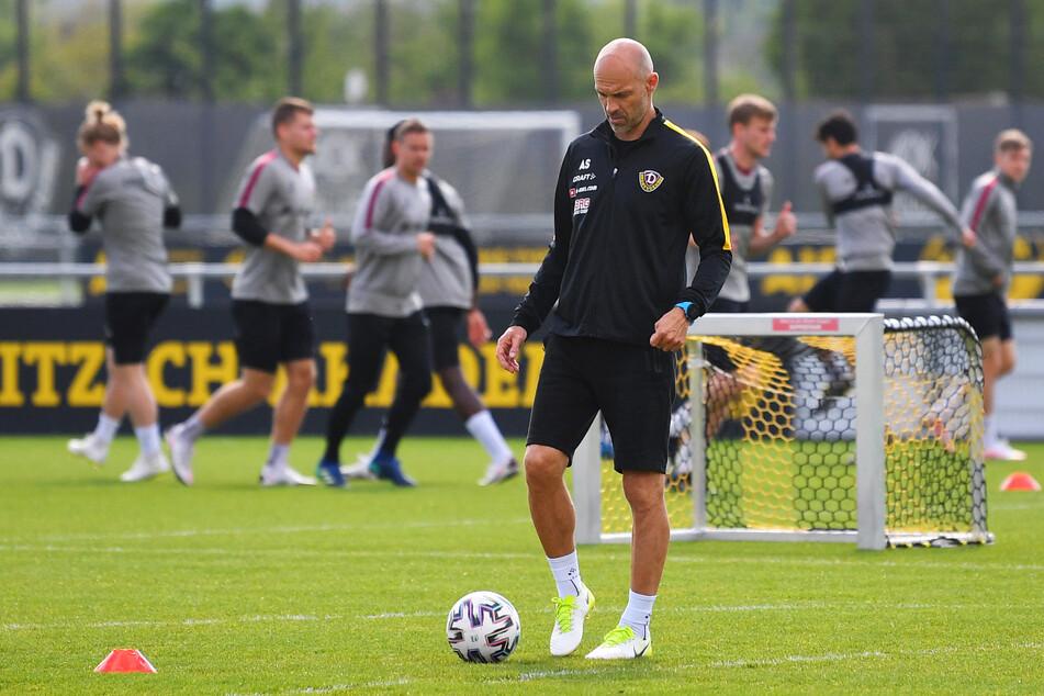 Alexander Schmidt (52) bittet seine Jungs am 14. Juni zur Leistungsdiagnostik, einen Tag später geht es wieder auf den Trainingsplatz.