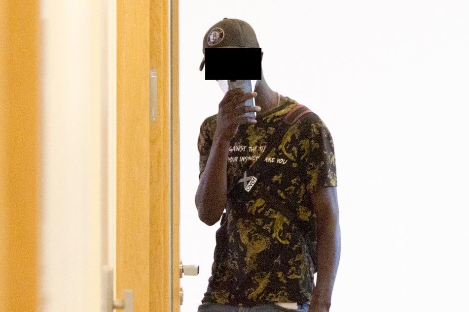 Youssef T. (23) alias King Abode ist fast schon Stammgast vor Gericht.