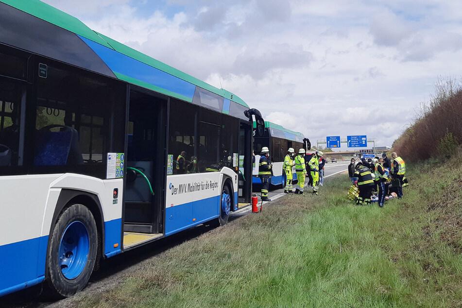 München: Linienbus fängt auf Autobahn Feuer: Vier Personen verletzt