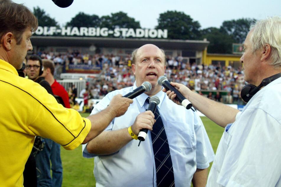Calli, hier im Jahr 2002 bei einem Benefizspiel für die Hochwasseropfer im Dresdner Rudolf-Harbig-Stadion, drückt Dynamo die Daumen, dass es mit dem Wiederaufstieg klappt.