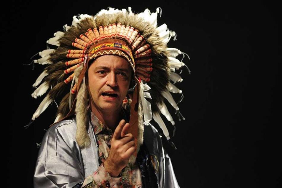 Reinald Grebe war lange bekannt dafür, mit Indianer-Federschmuck aufzutreten.