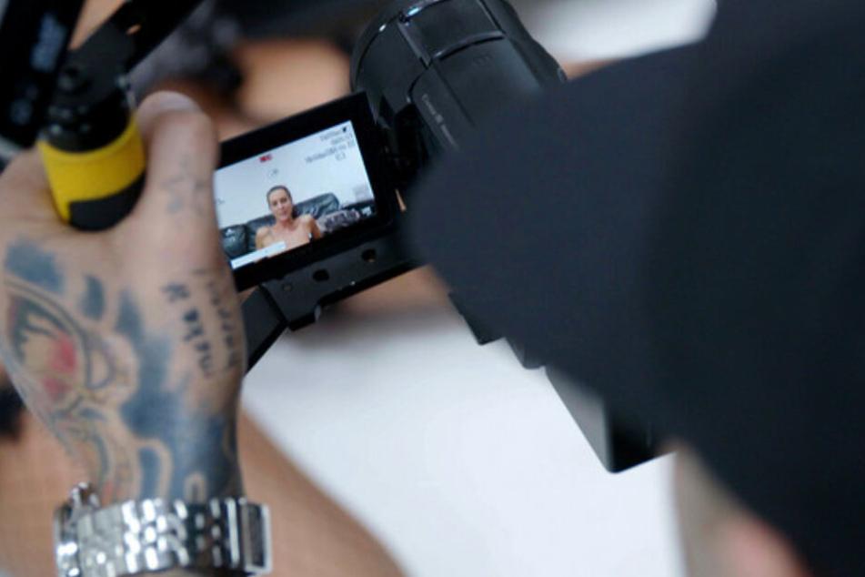 Im Internet ist ein neues Porno-Genre entstanden: kostenlos und frei verfügbar, mit günstig gedrehten Filmen und Webcam-Girls.