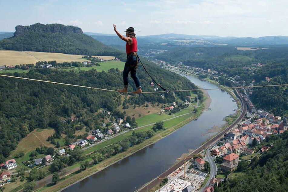 240 Meter hoch über der Elbe! Festung sucht schwindelfreie Seilläufer
