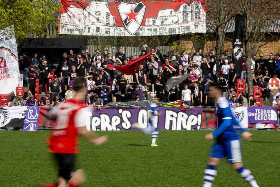 Roter Stern Leipzig verlor das Ligaspiel gegen den VfB Zwenkau 1:2. Das interessierte die Unterstützer von TeBe aus der Hauptstadt aber eher weniger.