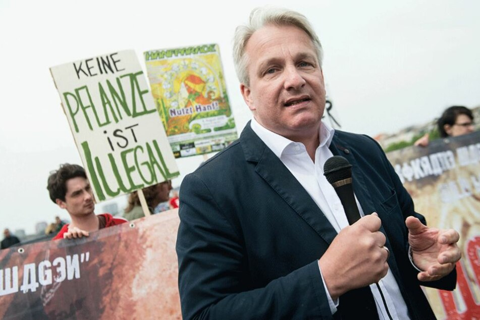 Der gesundheitspolitische Sprecher der SPD-Fraktion spricht sich für die Legalisierung von Marihuana aus (Archivbild).