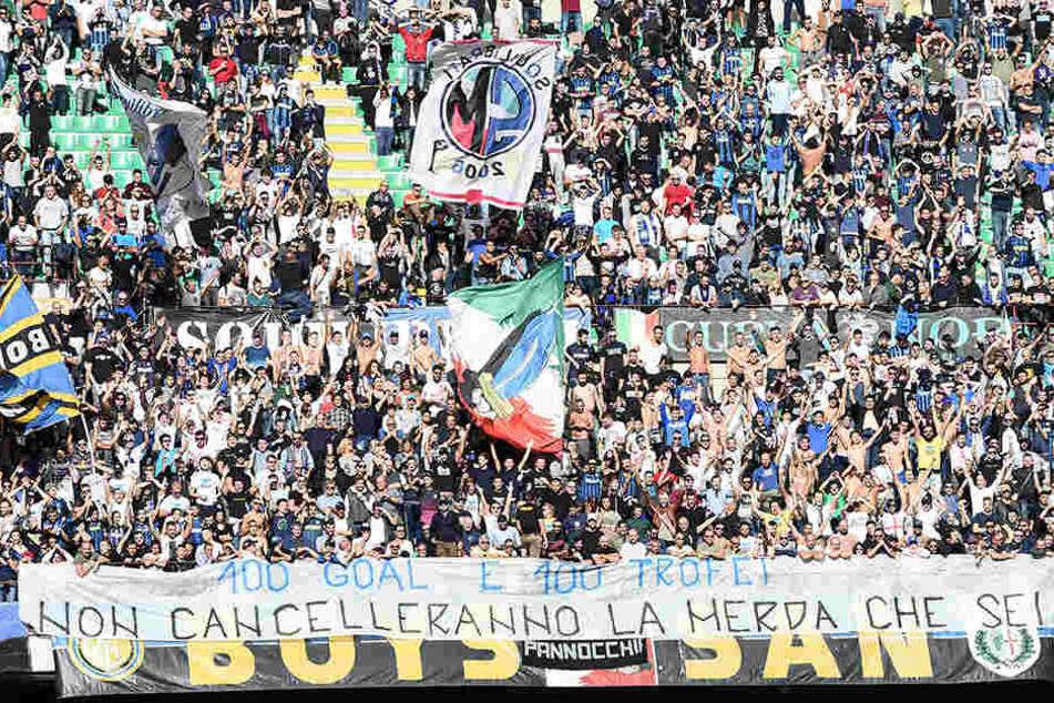 Mit diesem Banner sagen die Anhänger von Inter Mailand, was sie von ihrem Kapitän halten.