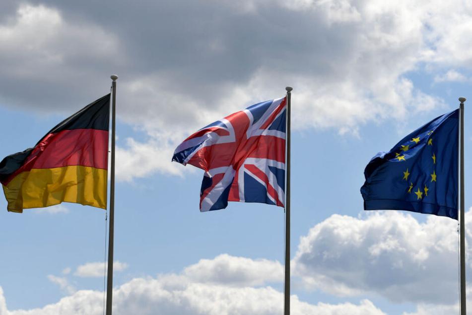 Ob Briten nach dem Auftritt aus der EU weiterhin mit ihrem Führerschein in Deutschland fahren können, ist unklar. (Symbolbild)