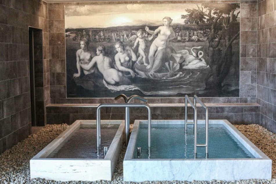 """Überall in der Sauna erinnern Bilder """"Alter Meister"""" an die barocke Vergangenheit von Dresden."""