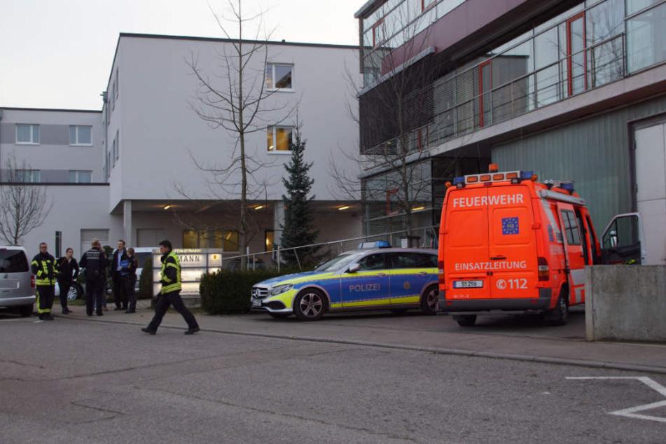 Beamte am Mittwoch vor Ort in Stuttgart.