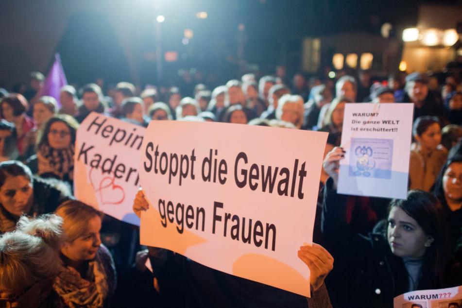 Niedersachsen: Ex-Frau hinter Auto hergeschleift - Prozessbeginn gegen 39-Jährigen