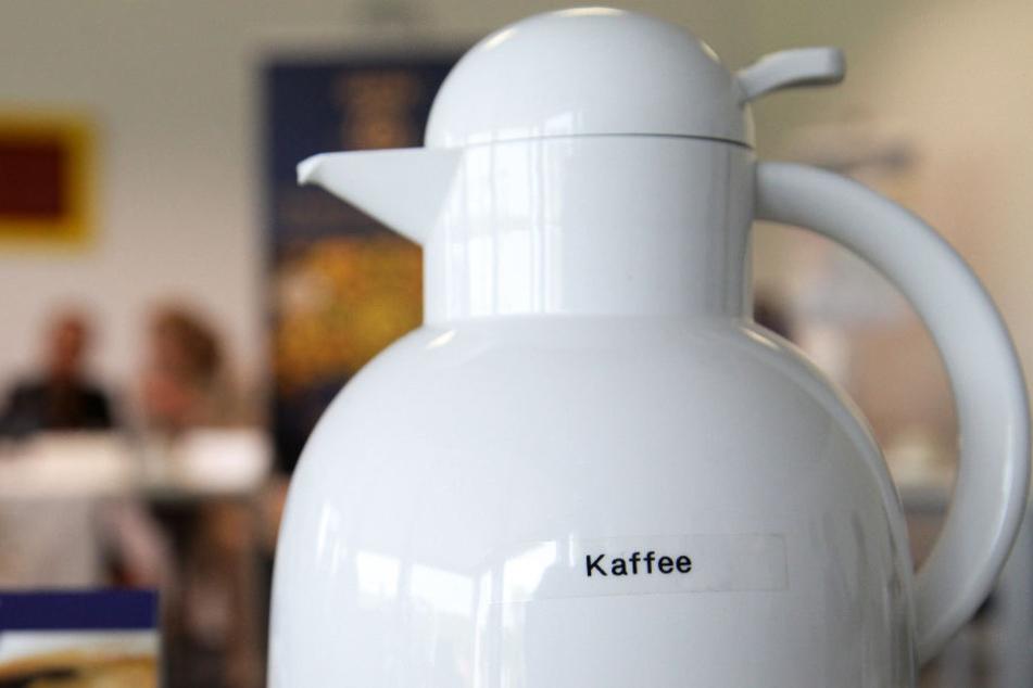 Kleinkind verbrennt sich lebensgefährlich mit Kaffee. (Symbolbild)