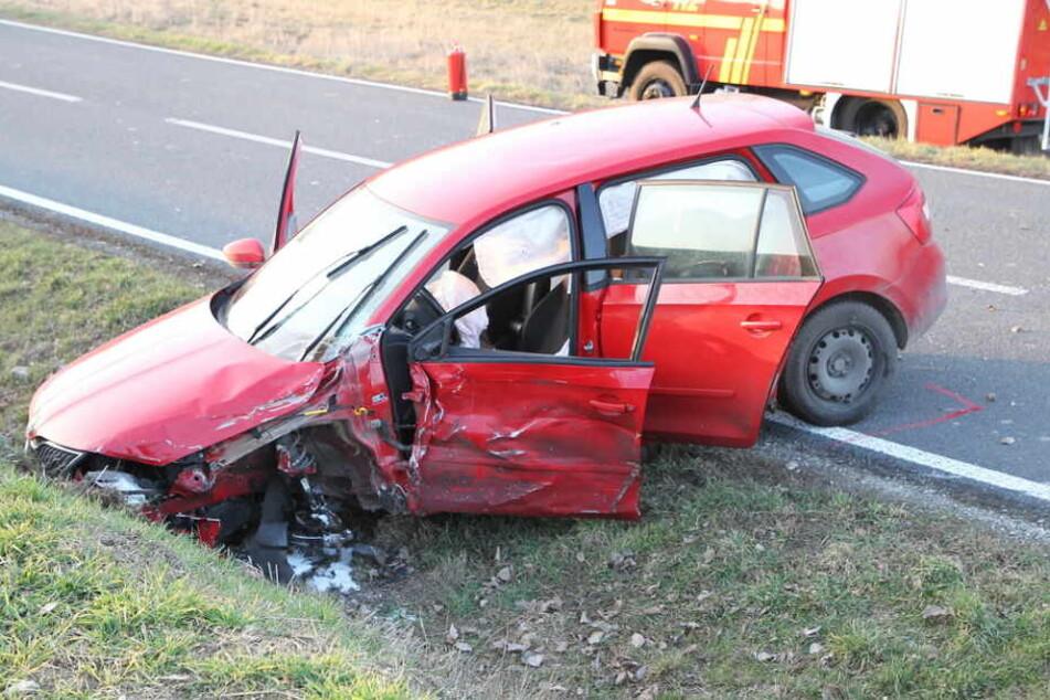 Das zweite Auto wurde in den Straßengraben geschleudert.