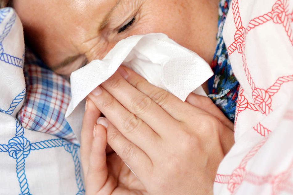 Immer noch liegen viele wegen einer Grippe-Infektion flach. (Symbolbild)