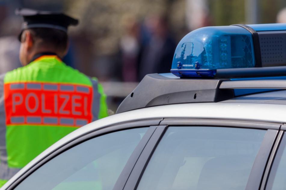 Unfall zwischen BMW und Fahrrad wird zwei Polizisten um ein Haar zum Verhängnis