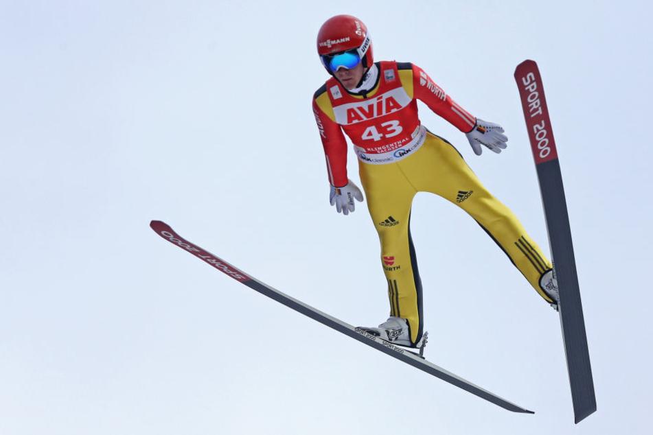 Stephan Leyhe sprang in der Qualifikation in Klingenthal mit 145,5 Metern am weitesten. (Archivbild)