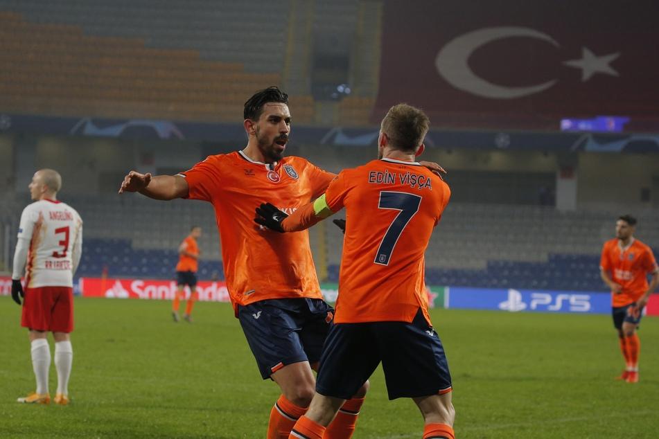Basaksehirs Irfan Kahveci (l.) erzielte einen Dreierpack, der aber nicht reichte.