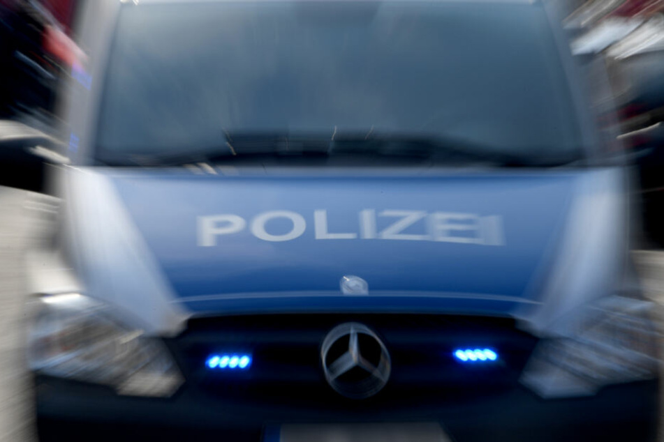 Die Polizei konnte den Mann schließlich auf einem Supermarkt-Parkplatz stellen (Symbolfoto).