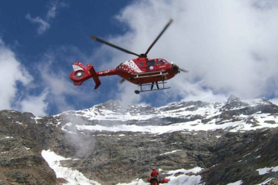 Rettungskräfte konnten den Verunglückten bergen. Für ihn kam allerdings jede Hilfe zu spät. (Symbolbild)