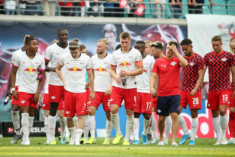 Ein wenig hingen die Köpfe der Roten Bullen trotz des 2:1-Erfolges gegen Eintracht Frankfurt.