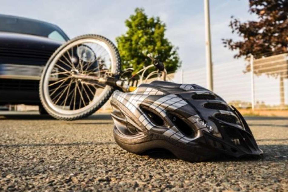 Ein Unfall ist schnell passiert. Wer mit dem Fahrrad zur Schule kommt, sollte immer einen Helm tragen.