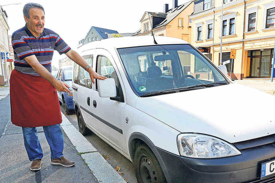 Döner-Verkäufer DoganIsa (60) ist sauer. Die Reifen des Dienstautos sind schon zum zweiten Mal innerhalb weniger Wochen platt.