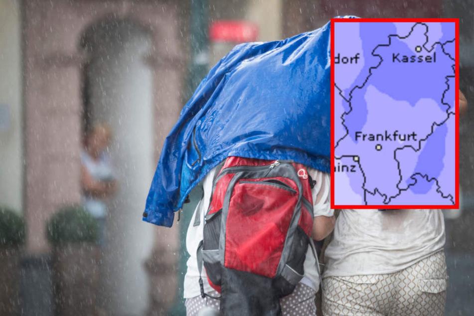 Es wird Nass: In Hessen sollte man in der kommenden Woche nicht ohne Regenschirm aus dem Haus gehen. (Symbolbild)