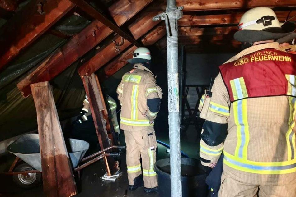 Die Feuerwehr musste außerdem zu einem frisch renovierten Haus in Zehlendorf ausrücken.