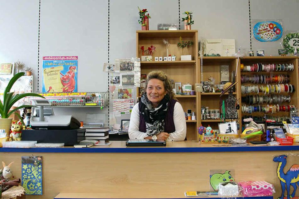 Warten auf Kundschaft: Heike Ludwig betreibt seit elf Jahren in Leisnig einen Bastel- und Geschenkeladen. Zusatzgeschäft wie Schreibwaren und Schulbücher sicherte bisher ihr wirtschaftliches Überleben.