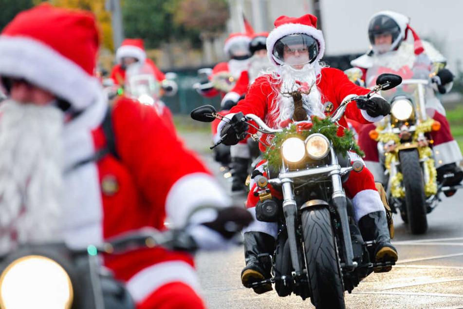 Hinter diesen Weihnachtsmännern auf Bikes steckt eine rührende Aktion