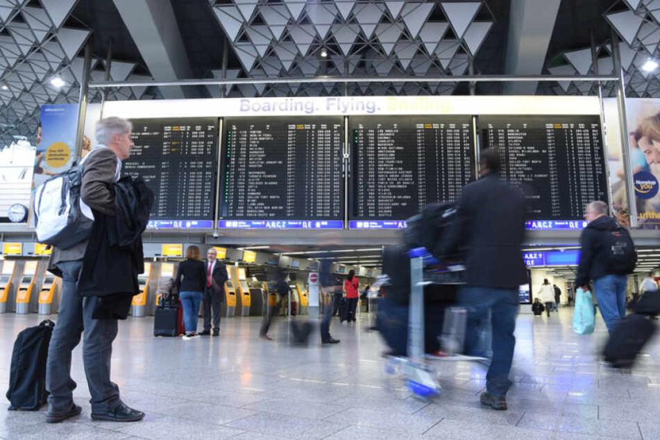 Im vergangenen Jahr tummelte sich eine neue Rekord-Passagierzahl am Frankfurter Flughafen (Symbolbild).