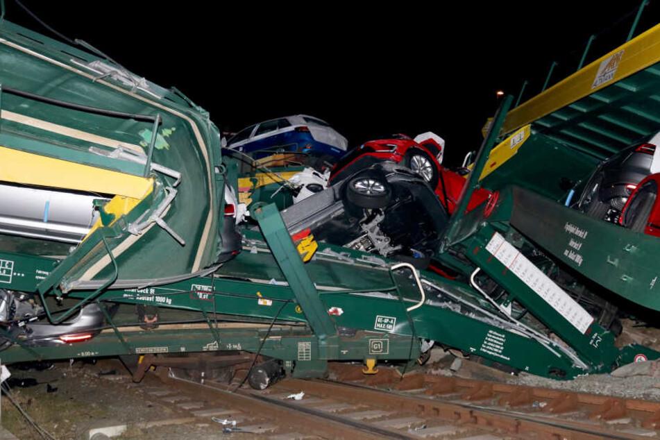 Etwa 20 Autos sollen Totalschaden haben.