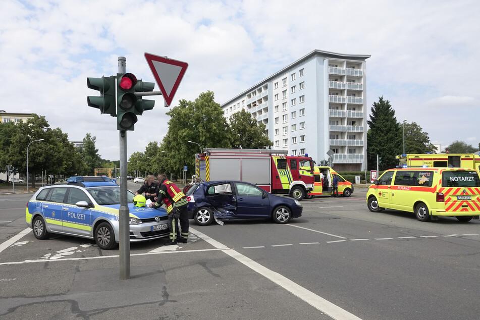 Schwerer Crash im Chemnitzer Zentrum: Auf der Kreuzung Brückenstraße/Theaterstraße/Mühlenstraße krachten zwei Autos ineinander.