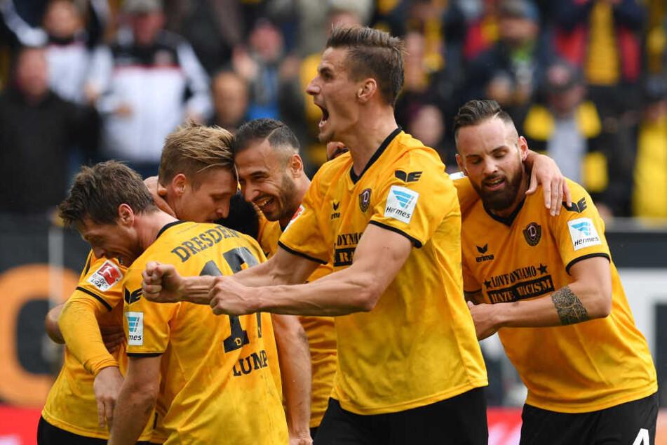 Dynamo blamierte den VfB beim 5:0-Hinspielsieg.