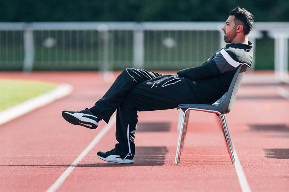 Lotte-Coach Ismail Atalan bliebt ganz entspannt. Er überlegt noch, ob er das Angebot von Aue annimmt.