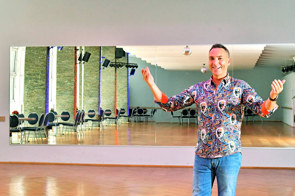 Tilo Kühl-Schimmel (47) will viel Platz für Tänzer schaffen: Der Saal in der Brückenstraße wird nach dem Umbau fast doppelt so groß.