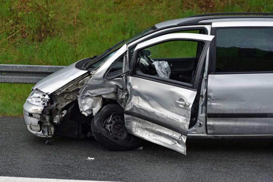 Ein Geisterfahrer ist am späten Freitagnachmittag auf der A4 in einen VW Sharan gekracht.